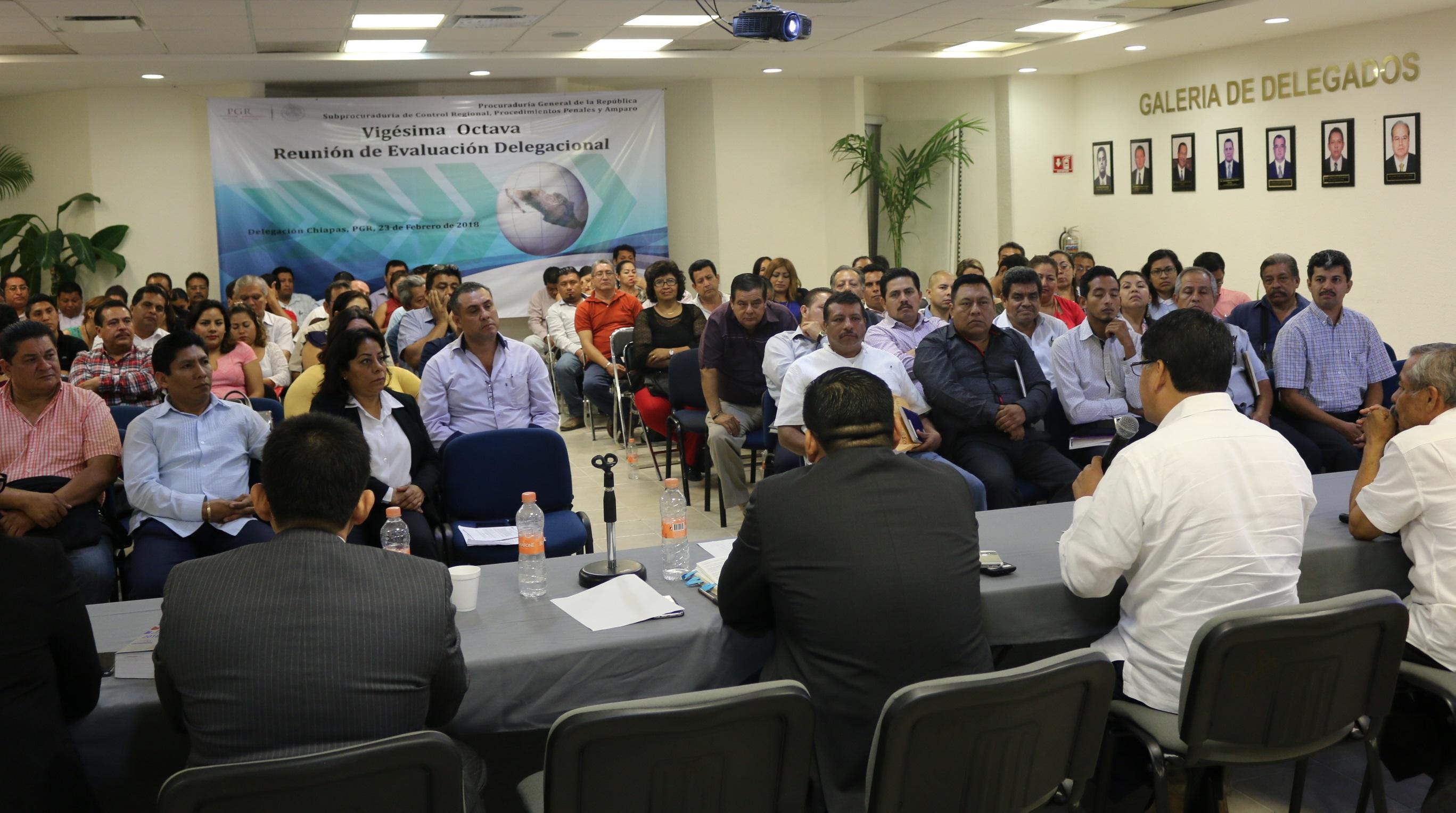 "Imparte PGR curso ""Introducción al nuevo sistema penal acusatorio"" a abogados postulantes"