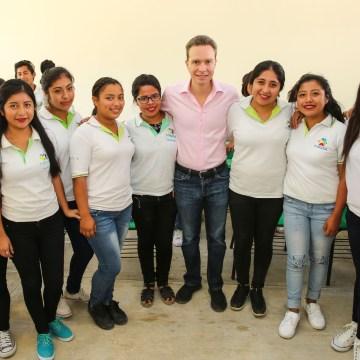 Desde Yajalón, MVC inauguró más aulas educativas