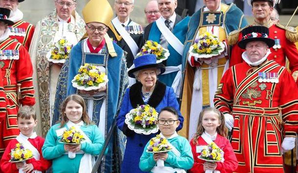 Celebra Reina Isabel II cumpleaños 92 junto a su familia