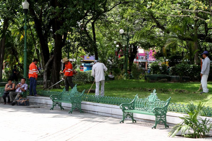 Ayuntamiento de Tuxtla inicia proceso de rehabilitación y mantenimiento del Parque Jardín de la Marimba