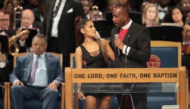 Ariana Grande en funeral de Aretha Franklin