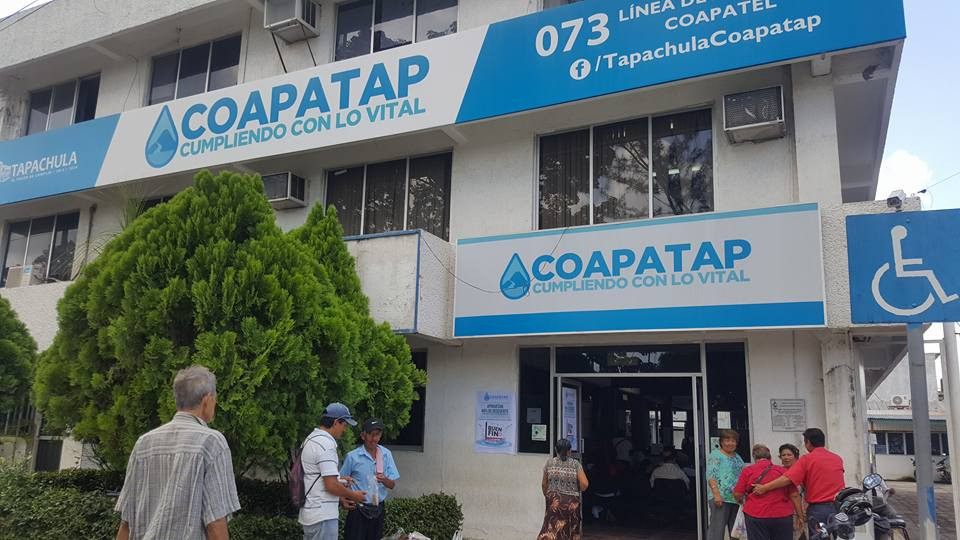 Se manifiestan en sucursal del comité de agua potable en Tapachula ante la falta del servicio en colonias