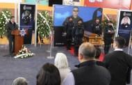 Para salvar a su familia, jefe policiaco se entrega a criminales