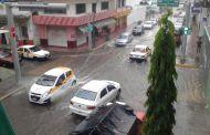 Fuerte lluvia con viento afecta varias viviendas por la caída de árboles en Tapachula