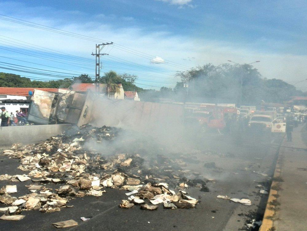 Volco en carretera San Juan - La Villa dejando dos personas calcinados