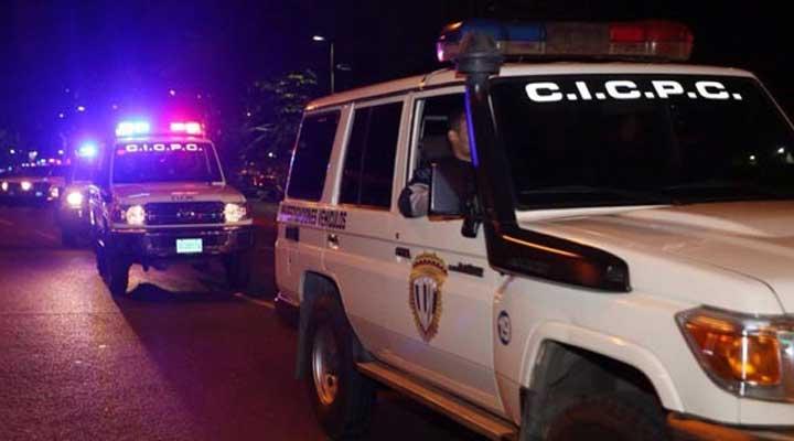 Detectives del Cicpc realizaron el levantamiento del cadáver. Foto Referencial