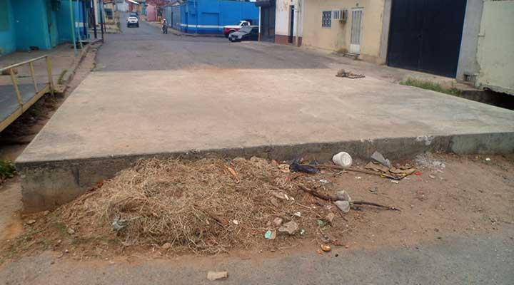Residuos se acumulan en la construcción