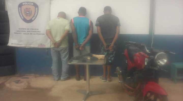 Los sujetos capturados robaron una motocicleta en Chaguaramas