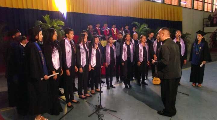 La Coral Polifónica del IUT se encargaron de entonar los respectivos himnos