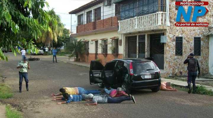 Dos funcionarios del Iapatmi lograron la captura de los 5 sujetos quienes al parecer habían robado en celular en pleno centro de Valle de la Pascua