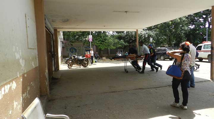 Momento que Lima era ingresado al hospital Vallepascuense.