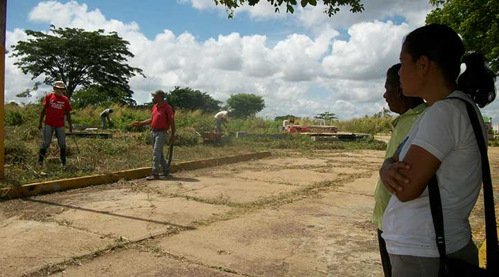 Este jueves ejecutaban limpieza en el Cementerio Municipal (2)