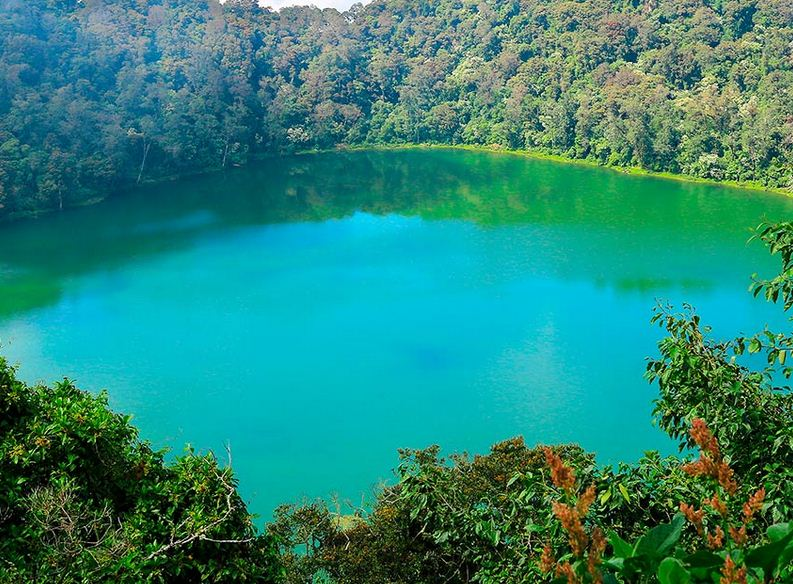 Vivir intensamnete la naturaleza y encantos de la Laguna de Chicabal.