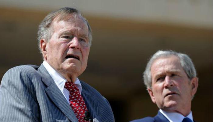 En los últimos años Bush sufrió de un tipo de parkinson que lo llevó a permanecer en una silla de rueda