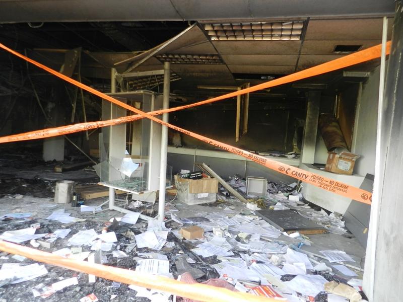Oficina de Cantv luego del saqueo y quema de instalación