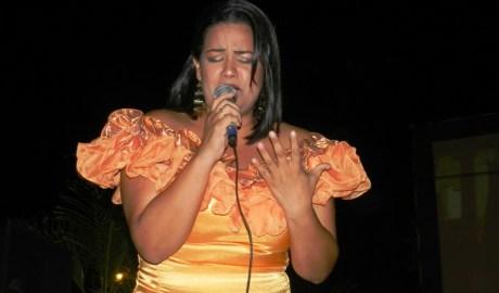 Milagros Fuenmayor de Lara brind_ la mejor voz estilizada del festival (1)