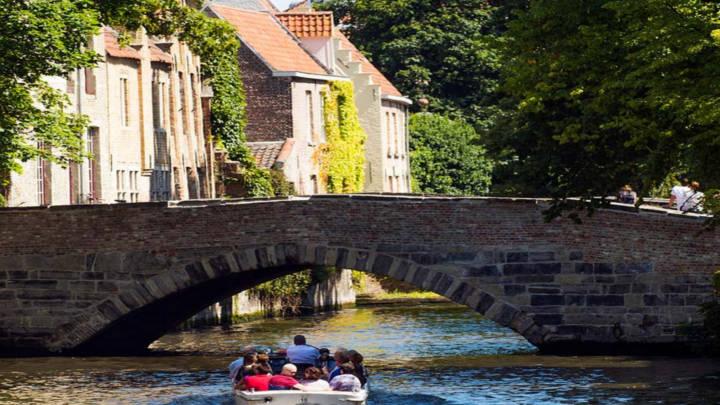 Crucero primaveral entre canales y jardines