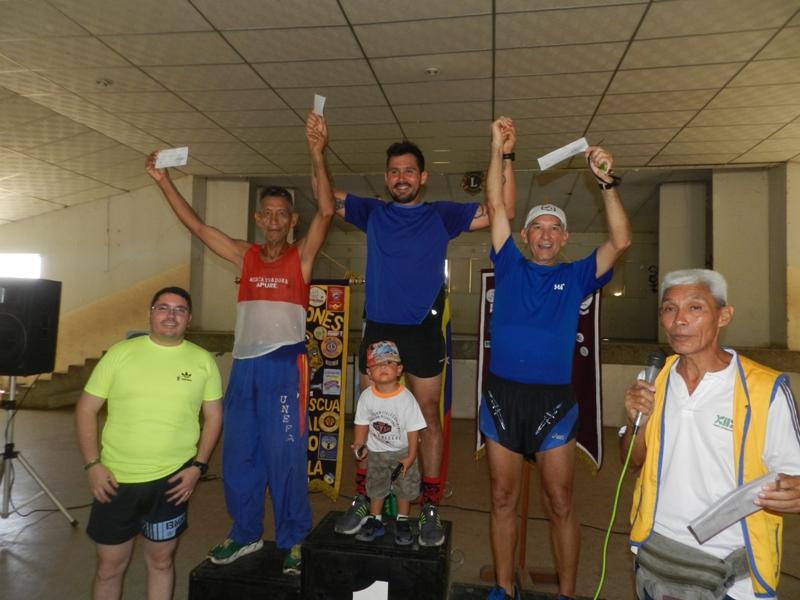 Carlos Canelones, Jose Coronado y Pedro Rodriguez fueron declarados ganadores de la Carrera 10 K en el 56 aniversario club de leones (1)