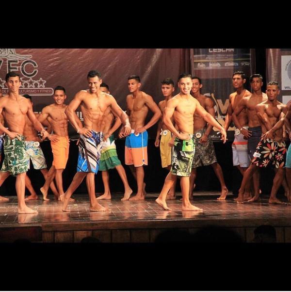 Atletas guarique_os tambi_n brillaron en competencia de Men's Phisique.jpg