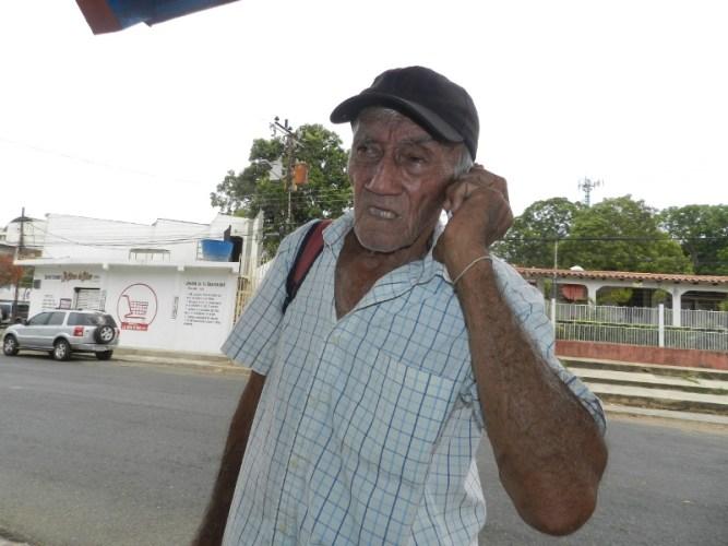 Esnel León Pedrique, reclama instalación telefónica a Cantv, en Tucupido