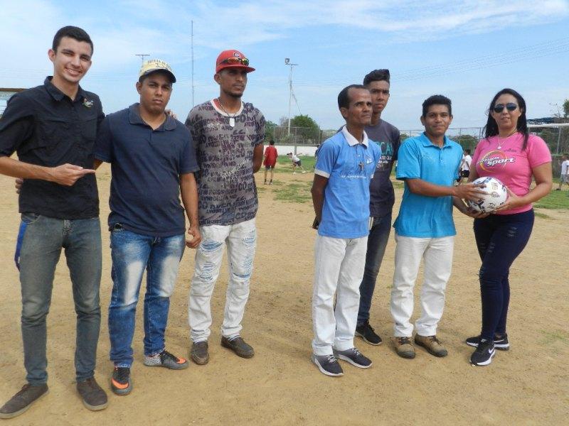 Osber Gutiérrez en representación del club Vencedores FC agradece el aporte para reactivar el balompié en Chaguaramas.
