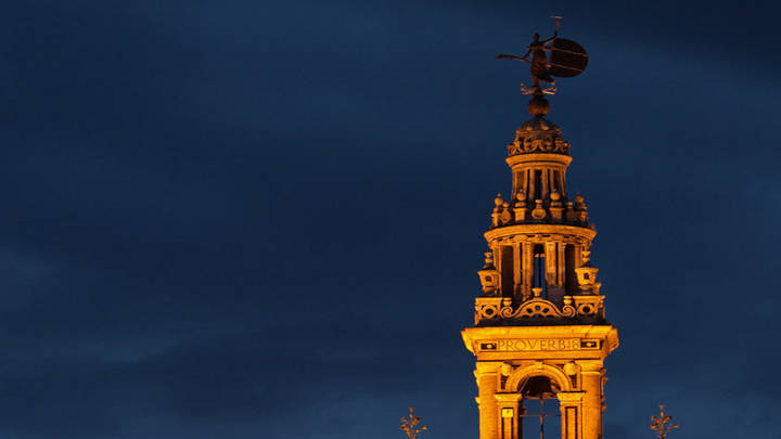 La cúspide de la torre de Sevilla.