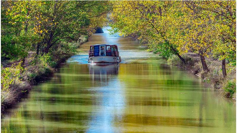 Navega por el canal de Castilla