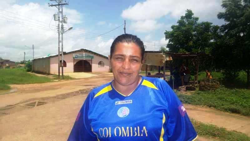 Nayelis Navas, habitante de la comunidad expone la problemática.