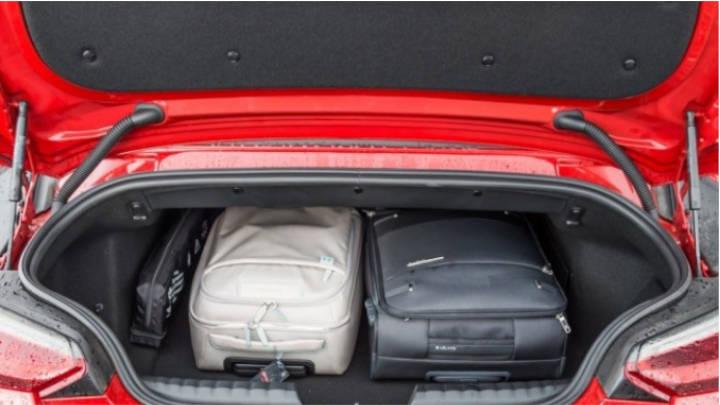 Maletero de carga variable por asientos deslizantes y abatibles