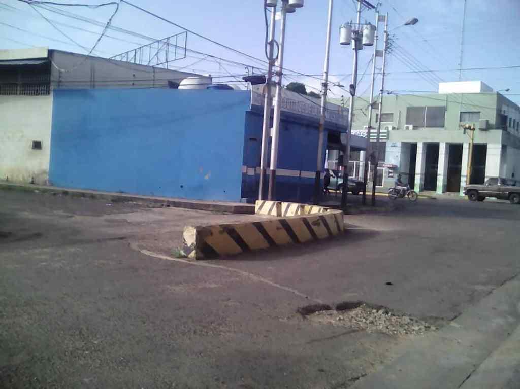 Este muro ha causado gran cantidad de problemas a los vecinos del sector La Romana. Foto Cortesía