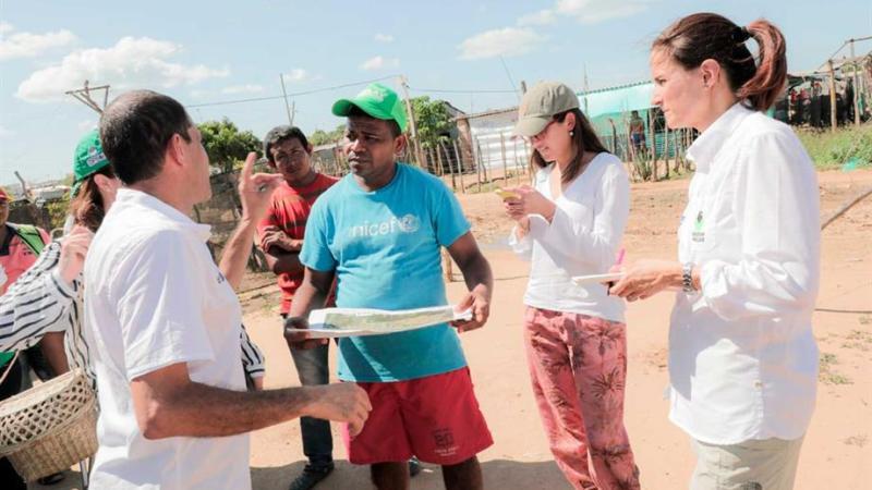 El Icbf atiende situación de niños y familias recicladoras en mercado de Riohacha