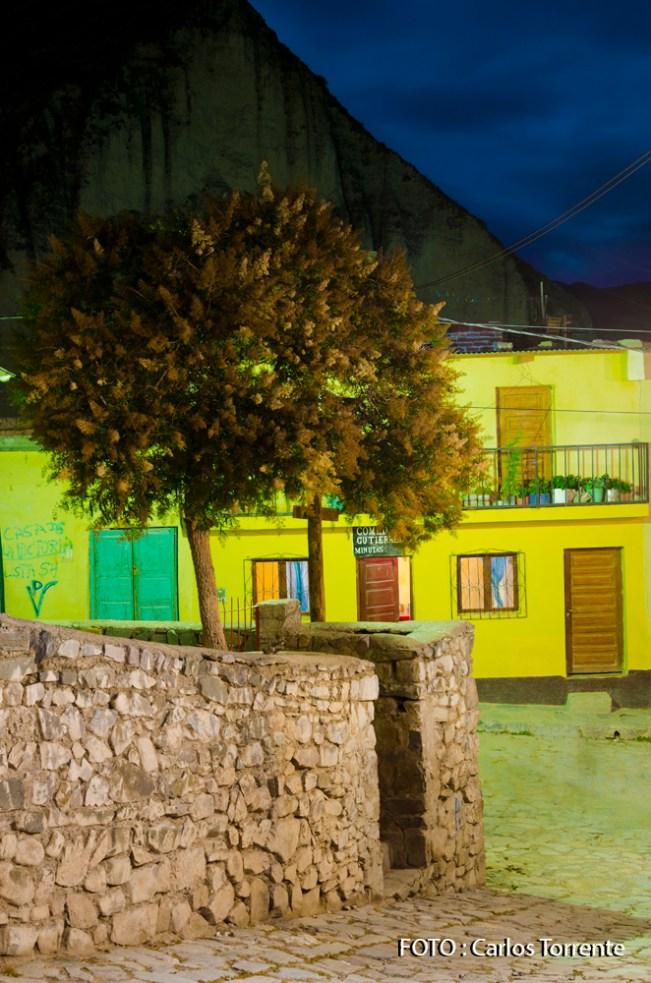 Una calle de Iruya, por la noche. (Foto: Carlos Torrente).