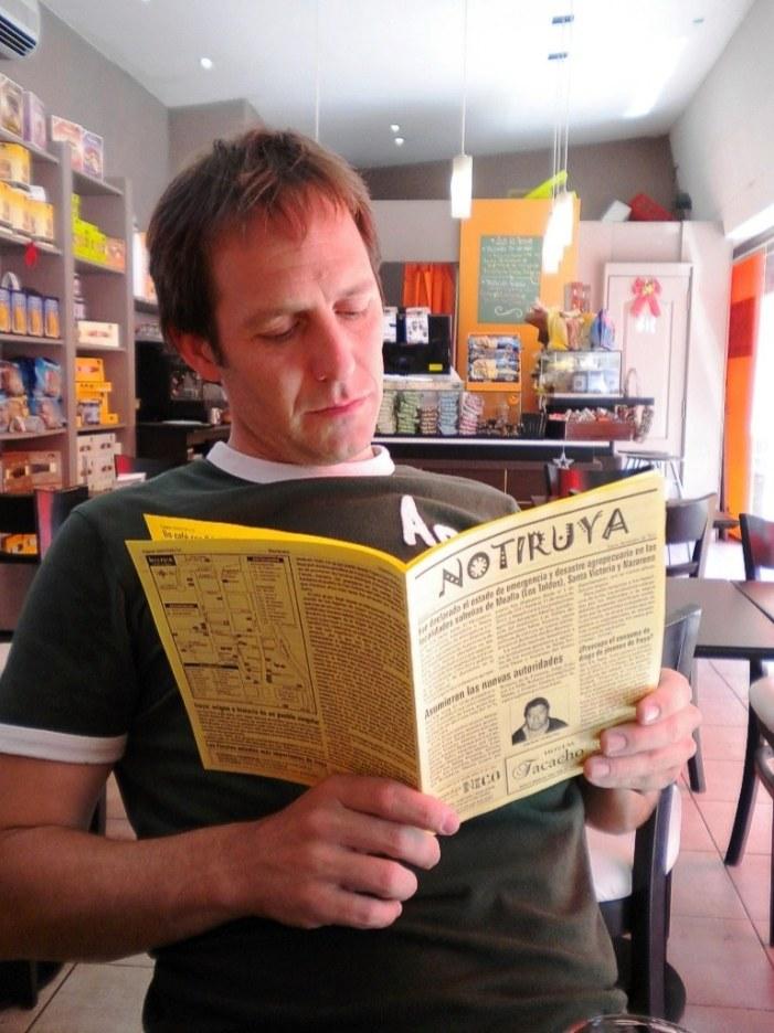 Morgan, en Martínez, con su ejemplar de NOTIRUYA
