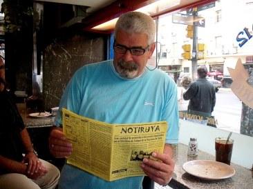 Raimundo, cubano que trabaja en la línea cubana de aviación, con NOTIRUYA en Buenos Aires