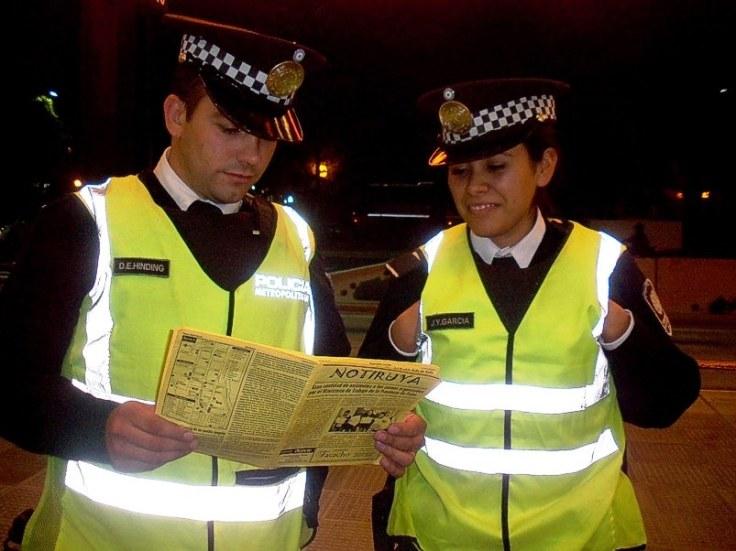 Diego y Joanna, de la policía metropolitana, con NOTIRUYA