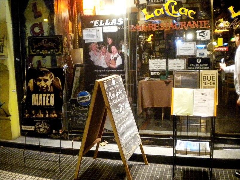 """El bar - restaurante """"La Clac"""" en Avenida de Mayo, pleno centro porteño"""