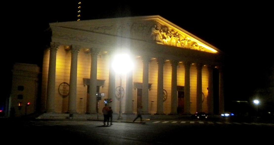 La Catedral Metropolitana, vista de noche