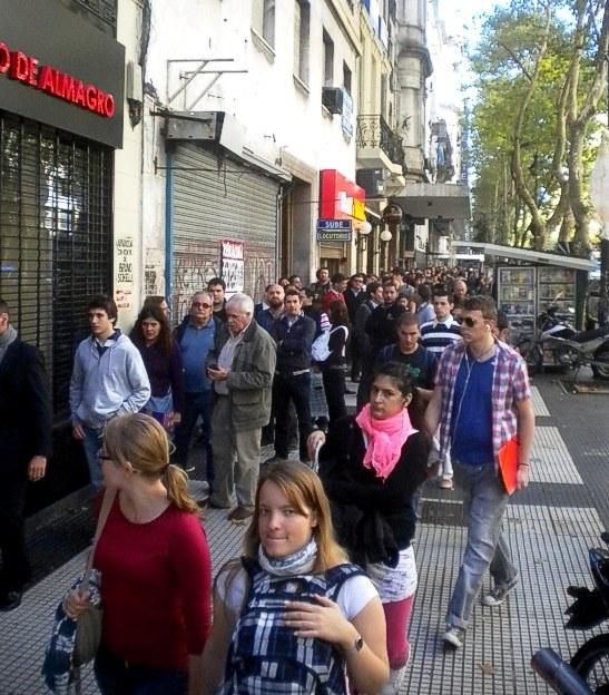 La cola para comprar entradas en la sede de San Lorenzo, dobla la esquina