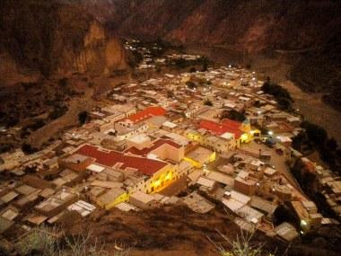 Vista del pueblo con clima previo a la tormenta del atardecer. Foto: Pablo Harvey)