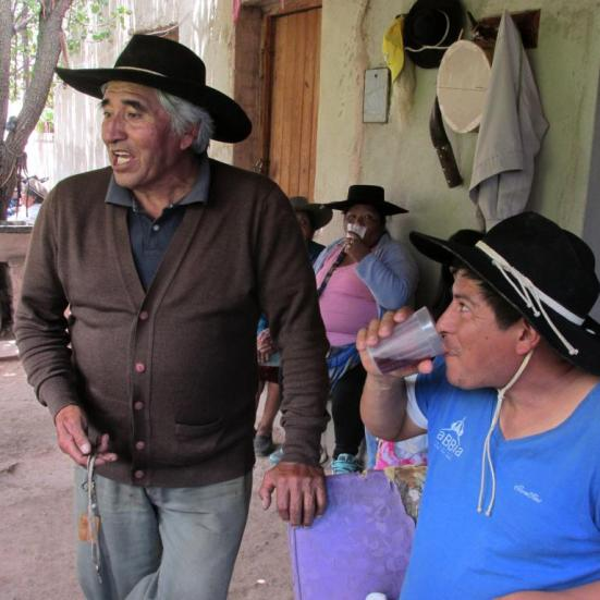 Armando (izquierda), dueño de casa.