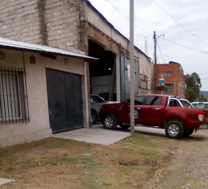 Camioneta arreglada, saliendo del taller.