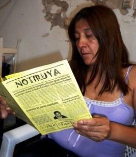 Alejandra lee NOTIRUYA