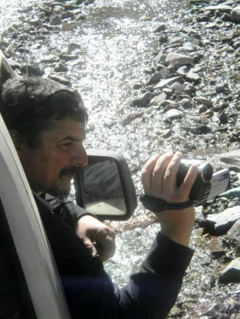 José filmando durante la excursión a San Isidro. (Foto: Pablo Harvey).