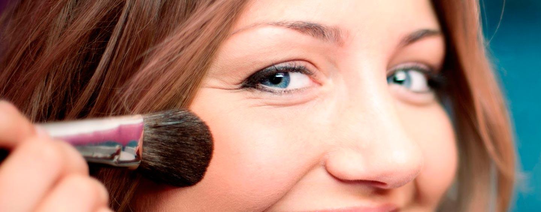 Trucos de maquillaje para lucir más joven