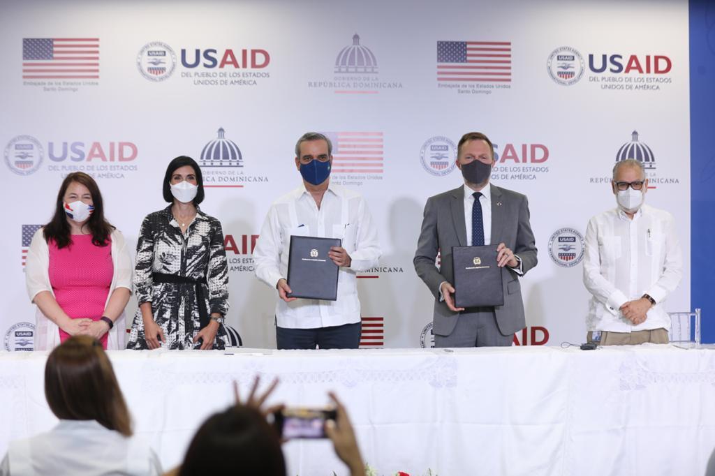 Presidente Luis Abinader encabeza firma de acuerdo con el gobierno de EEUU por un monto de $251 millones de dólares