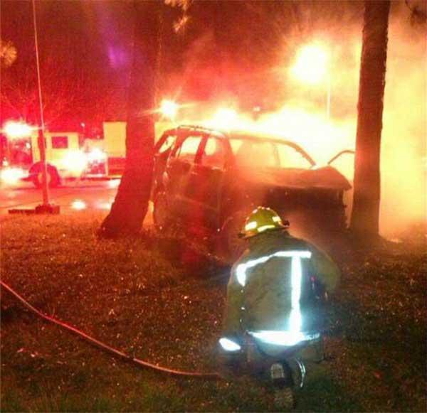 Bomberos en el lugar del accidente   Foto: vía Twitter