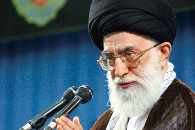 Iran presenta missile balistico di lungo raggio