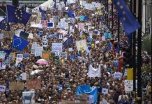 In 50.000 protestano a Londra contro Brexit