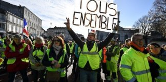 Francia spaccata dai gilet gialli