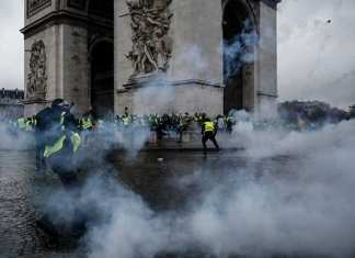 La Francia che non ce la fa più scende in piazza
